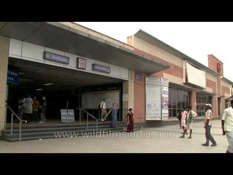 Smooth flow of traffic near Vishwavidyalaya Metro station