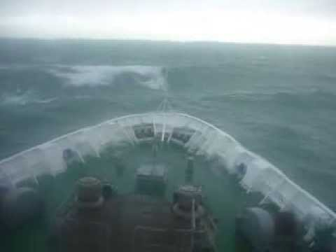 Big waves in the Cook Strait, Pacific Ocean