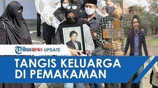 Tangis Orangtua Korban Mutilasi Di Kalibata City Tak Berhenti Saat Pemakaman Di TPU Nologaten Sleman