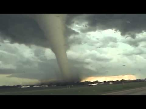 Молнии и торнадо: