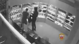 Оперативники УВД по ЮЗАО задержали подозреваемого в разбойном нападении(, 2017-02-20T19:13:12.000Z)