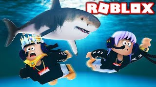 2 PLAYER MEGALODON SHARK ATTACK IN ROBLOX! *WITH GIRLFRIEND*