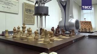 Chesska  робот, побеждающий гроссмейстеров