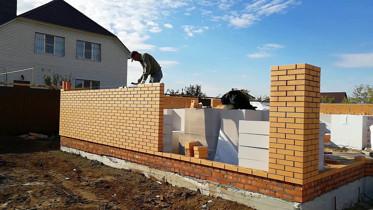 картинка кладки дома из блока обложенного красным