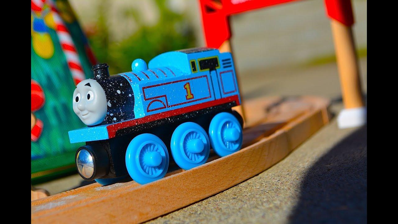THOMAS' CHRISTMAS WONDERLAND SET Wooden Railway Exclusive Toy ...