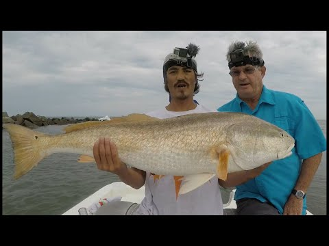 BIG FISH! Jacksonville, Fishing For Redfish.  Bull Reds In Mayport Inlet. HOOKEM IN THE MOUTH!