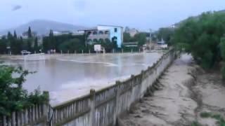 Наводнение в Морском Крым(Наводнение в Морском Крым дожди стадион смыло забор., 2013-07-03T17:36:18.000Z)