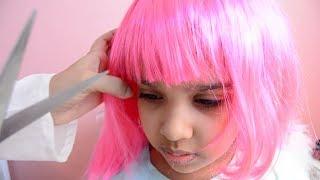 حال بنات اليوم  قصت وصبغت شعرها وردي  في الصالون لا يفوتكم !!