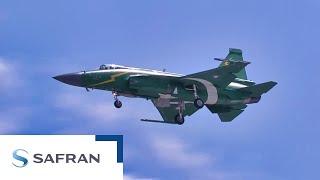 Coup de tonnerre avec la démo en vol du JF-17!
