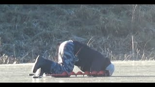 Лужа по колено!!! А Рыбы в ней полно. Рыбалка на жерлицы по первому льду в Калининградской области.