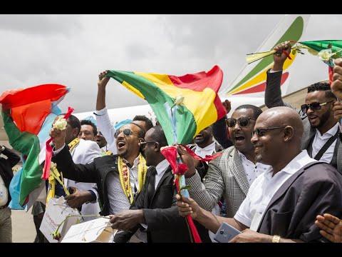 أول طائرة إثيوبية تحط في أريتريا  - نشر قبل 10 ساعة