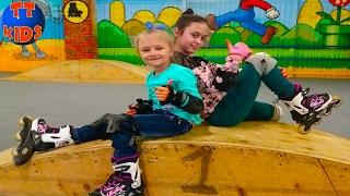 Видео для детей Едем с подружкой на роллердром катаемся на роликах Влог ЧАСТЬ 1