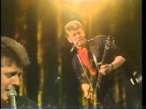 Ronnie Burns performing Smiley Live 1987