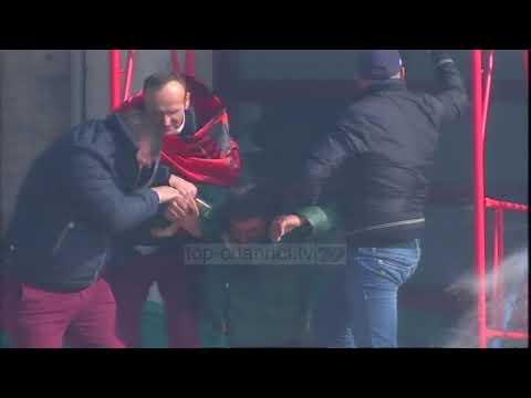 Disa efektivë policie dhe protestues marrin ndihmë në spitalet e Tiranës - Top Channel Albania