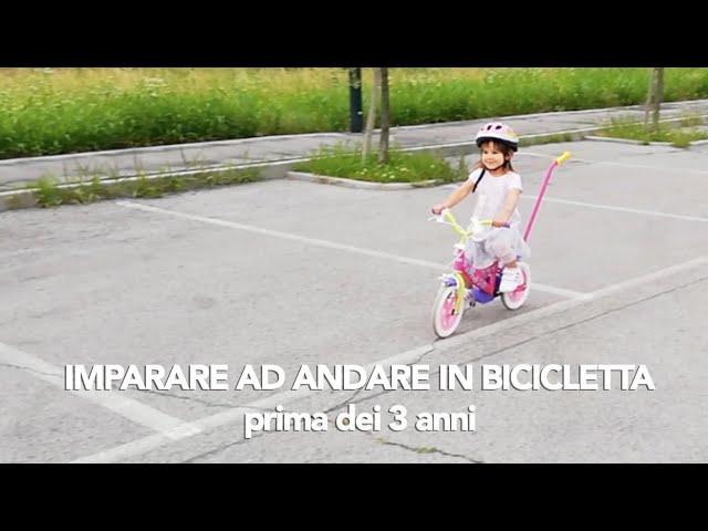 Come insegnare ad andare in bicicletta (senza rotelle) prima dei 3 anni