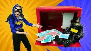 Волшебный Шкаф - БэдГерл и Бэтмен против Бейна