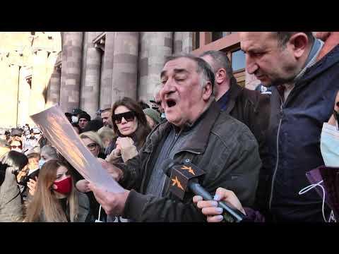 Ցուցարարները պահանջում են Արցախից Հայաստան բերել ժամկետային զինծառայողներին