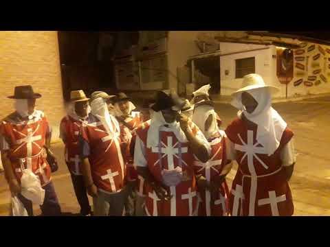 Penitentes pedem esmolas nas ruas da Várzea Alegre