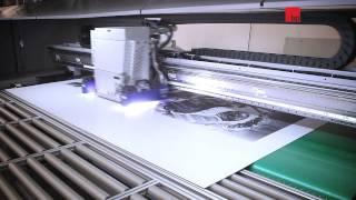 Широкоформатная печать на пластике(Видео прямой печати на ПВХ на широкоформатном индустриальном УФ плоттере Virtu RS35 (Швейцария) и контурного..., 2012-10-24T20:19:31.000Z)