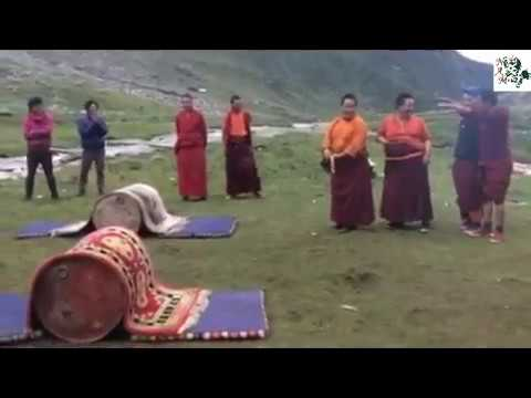 "MUST SEE: VERY FUNNY TIBETAN MONKS PLAYERS ON THE GROUND VERY FUNNY VIDEO CAN""T STOP LAUGHING.."
