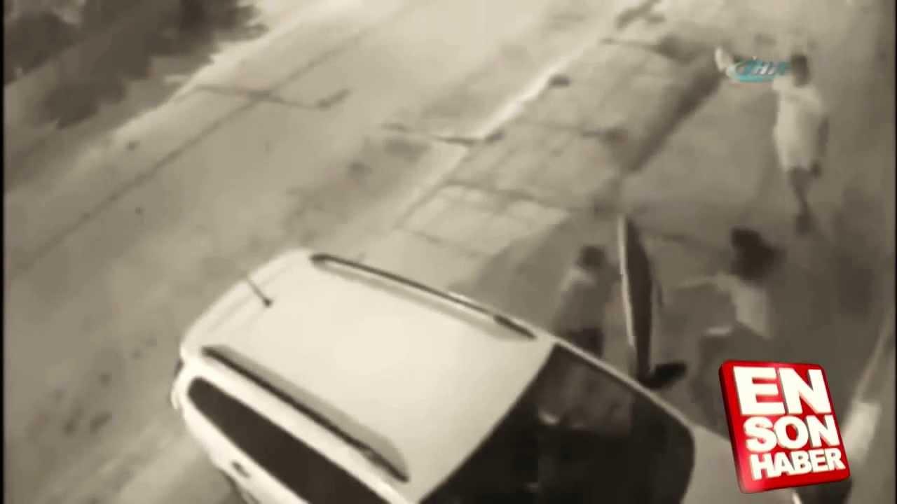 Arbasını çalmaya çalışan 2 kişiye kafa tutan kadın