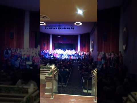 Warren co.high school sings at park theatre
