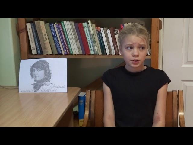 Изображение предпросмотра прочтения – АлисаНагорная читает произведение «Август — астры» М.И.Цветаевой