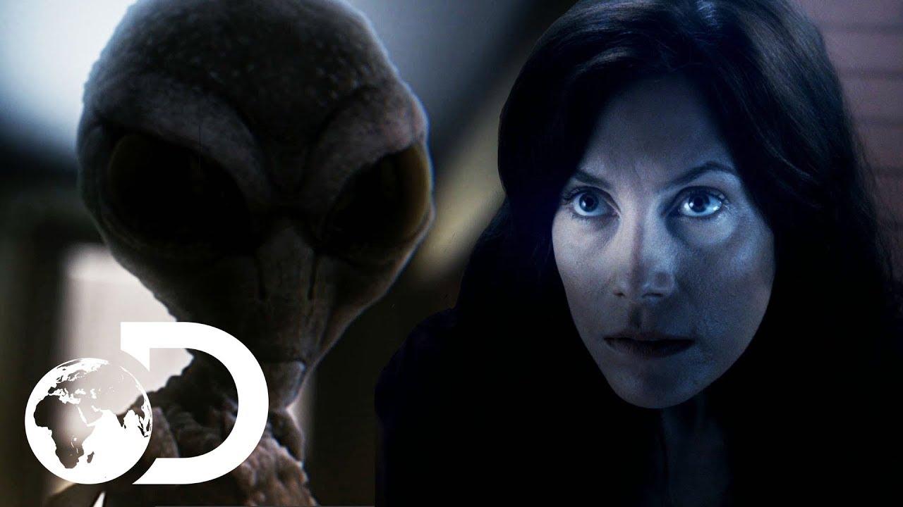 Download Woman Witnesses Strange UFO Sighting In British Columbia | Alien Mysteries