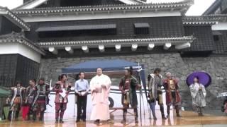 熊本県熊本市出身で境川部屋所属の大相撲力士、佐田の海関が熊本城を訪...