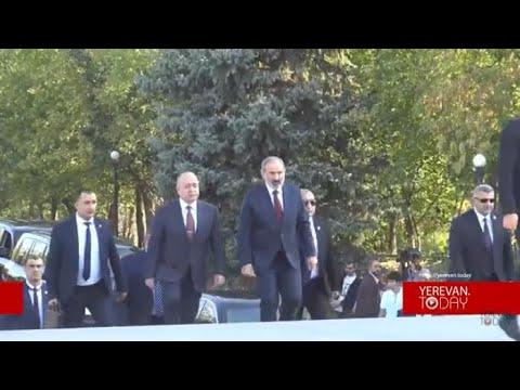 Տեսանյութ.Փաշինյանին լավ չեն դիմավորել, նա Եռաբլուր այցելեց բազմաթիվ թիկնապահների, ոստիկանների ուղեկցությամբ