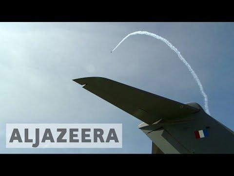 Paris Air Show: Aviation industry faces political turbulence