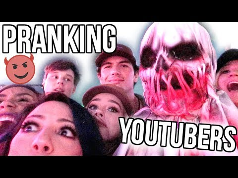 Download Youtube: PRANKING YOUTUBERS! HALLOWEEN HORROR NIGHTS!