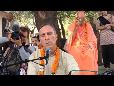 Kirtan Bada Haridas prabhu. Badrinath (Badrikasrama) in Vrindavan 2016-10-19