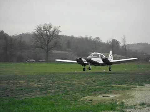 Piper Pa 23 Apache short takeoff