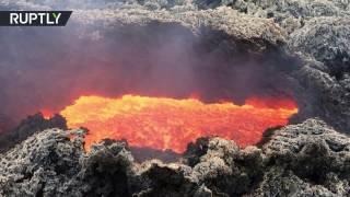 Вулкан Этна снова извергает лаву