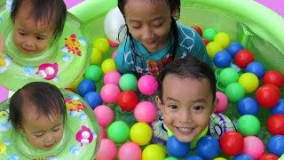 Anak Balita Lucu Mandi Bola - Adik Bayi Mandi Bola Kolam Mainan Anak Bayi 🐠 Baby swimming in pool