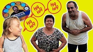 Maria Clara brincando de Desafio das Focas (Luccas Neto) - Família MC Divertida