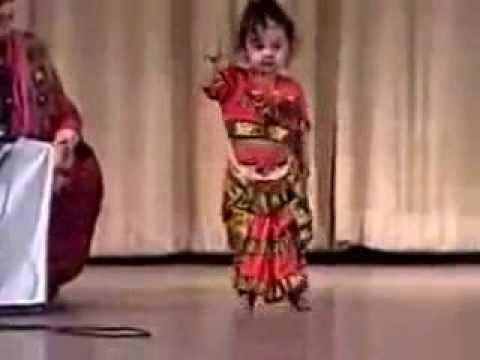 Дети таланты.  Индийская годовалая девочка уже танцует!  Bharata Natyam