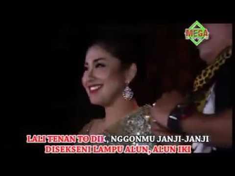 Alun Alun Nganjuk   Vita KDI ft Cak Rul Arwana Jandhut360P