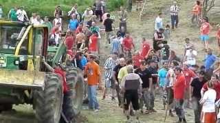 Přetahování - LAKATOŠ : 80 CHLAPŮ (Traktoriáda ve Střelné 24.5.2014)