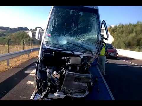 Un muerto tras la colisión de un turismo y un microbús en el corredor Monforte-Lugo