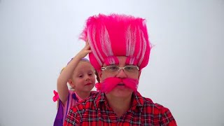 Nastya와 아빠는 미용실에서 놀고 테마 파크로갑니다.