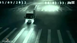 Чудо! Ангел спас мотоциклиста в Китае.(, 2013-05-11T12:43:35.000Z)
