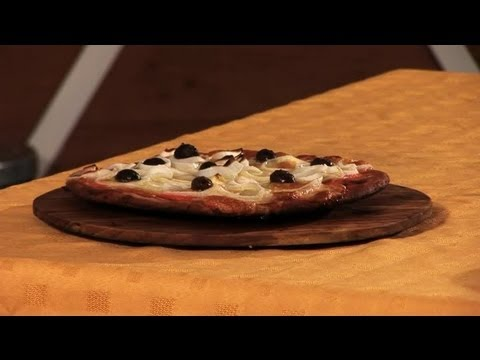 How to Make a Cheese and Onion Pizza : How to Make Delicious Pizzas