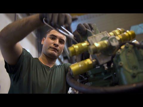 Portrait d'un mécanicien mobilité terrestre