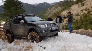 LAND ROVER Discovery  vs Mitsubishi L200 vs  Jeep CHEROKEE   @ EXTREME SNOW OFF ROAD