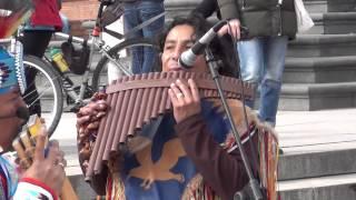 Bolivia.Muzyka indiańska latyno amerykańska w Warszawie na Pl.zamkowymmTOTORA.Juan Carlos Chuncho.