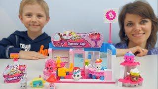Шопкинс Кекс Кафе для детей Даник и мама собирают конструктор Shopkins Cupcake Cafe