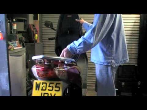 Removing Seat And Accessing Battery Honda Dylan125cc 2005