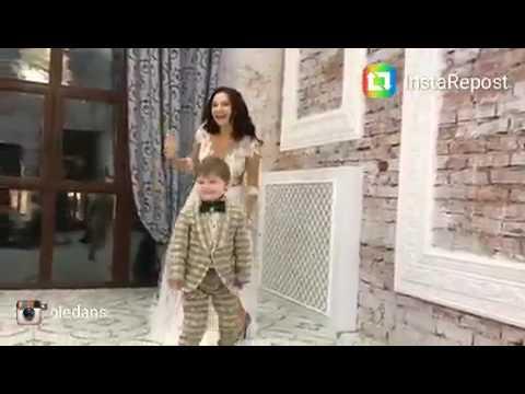 Эвелина Бледанс на съемке платьев для салона Ольга